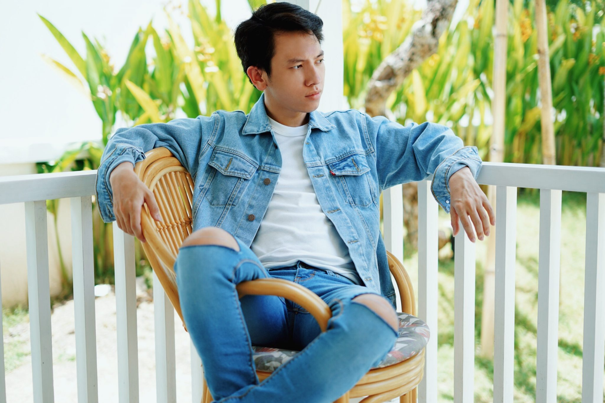 Hendrawithjaya.com Hendra Wijaya Indonesian Fashion Blogger Pria Indonesia How to Style Your Denim Jacket Ripped Jeans Style