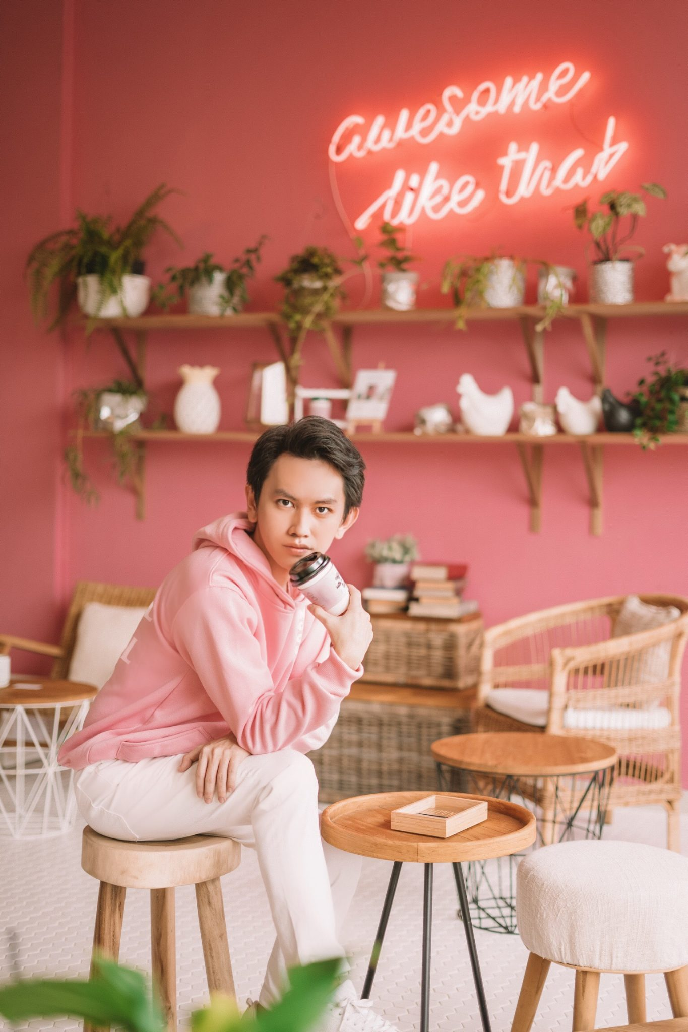 hendrawithjaya.com hendra wijaya indonesian fashion blogger pria indonesia cowok instagram selebgram digital social media influencer indonesia buzzer selebgram pink style why not anti social social club hoodie adidas indonesia sneakers uniqlo indonesia pants district 7 coffee shop jakarta endorse endorsement indonesia selebgram blogger fashion paid promote
