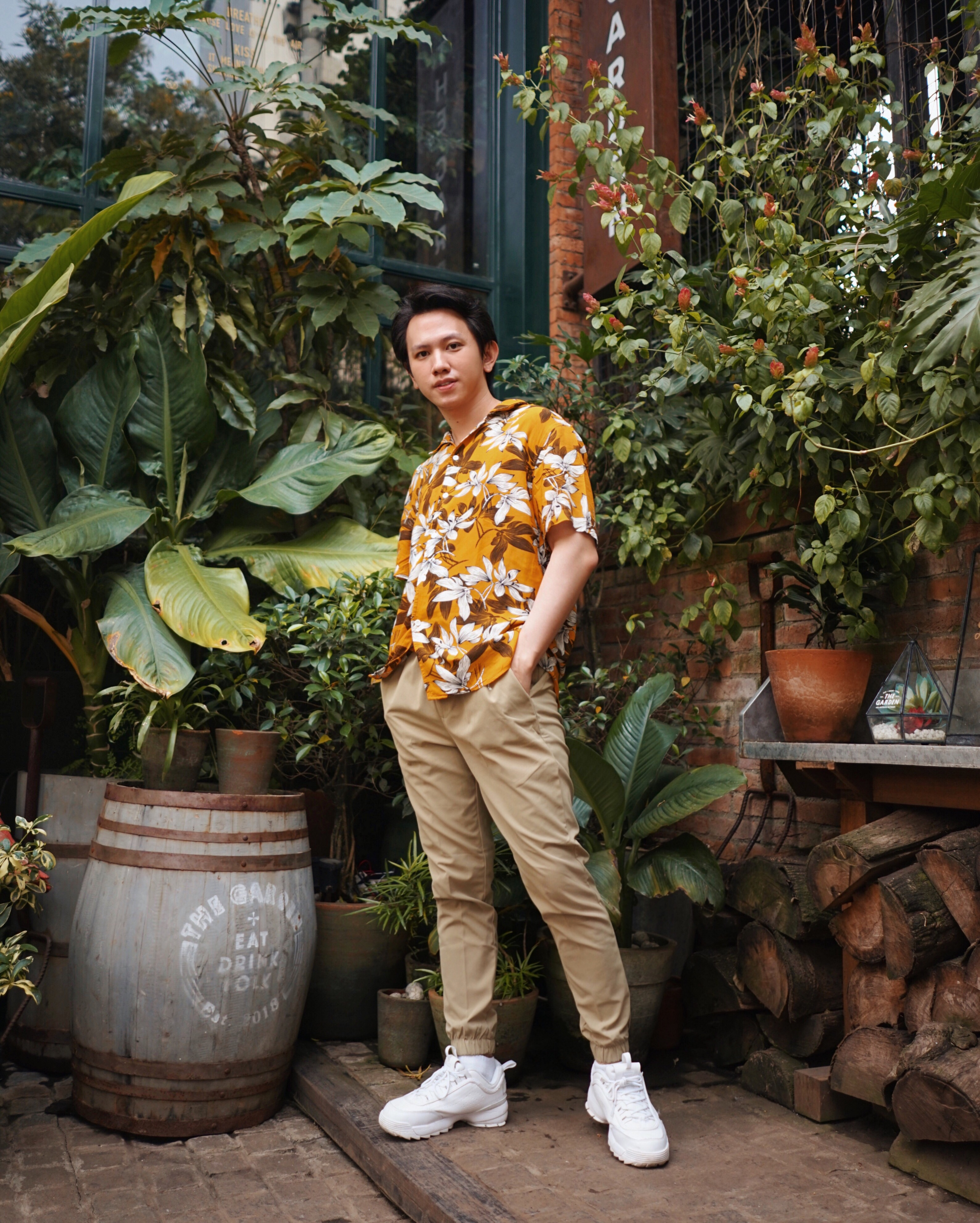 how to style your floral prints printed shirts hendra Wijaya fashion influencer blogger social media iamhendraw instagram