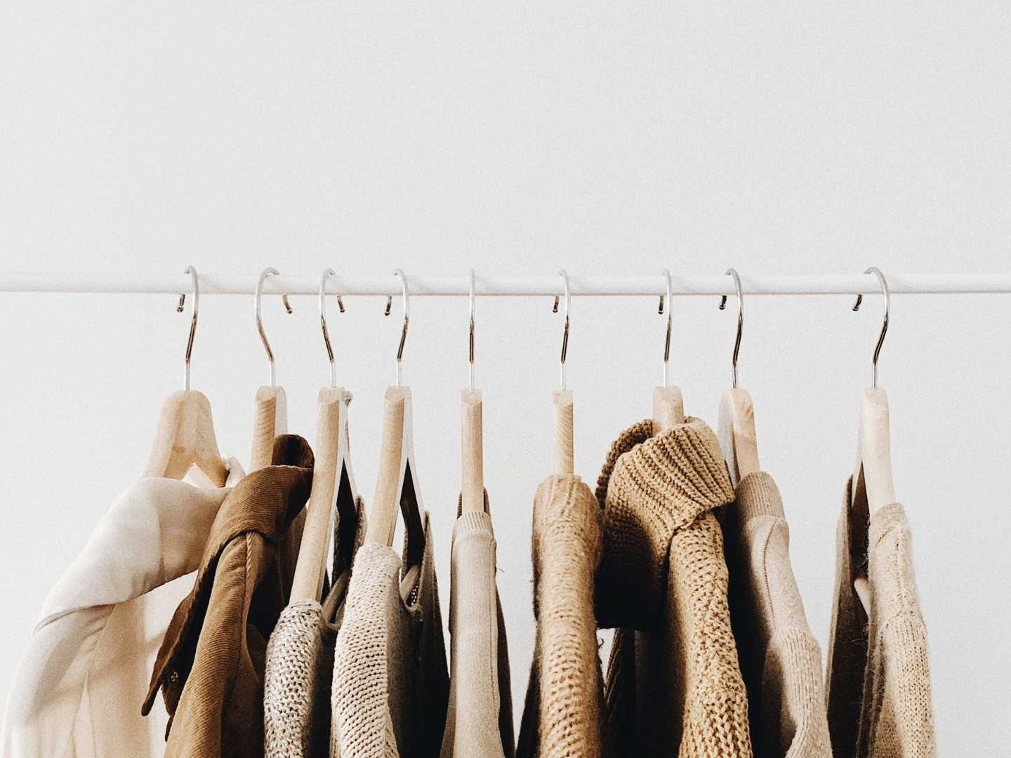 HOW TO SUPPORT SUSTAINABLE FASHION ?